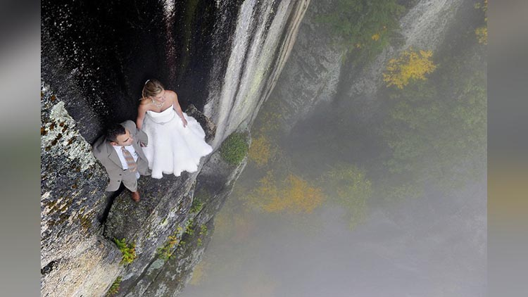 daring photo session of couples viral pictures