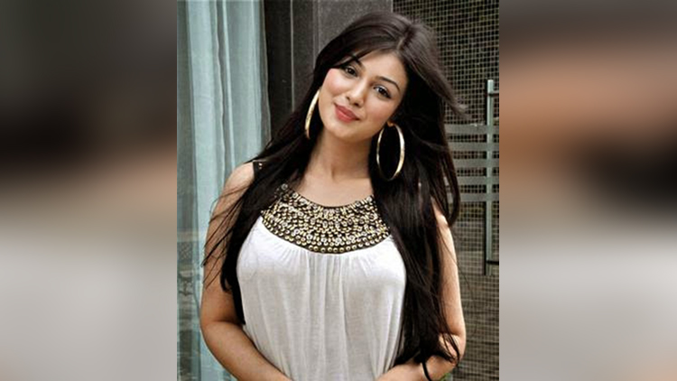 ayesha takia hot and beautiful pictures