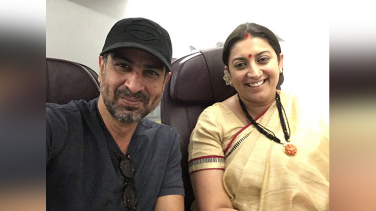 ronit roy and smriti irani reunion in flight
