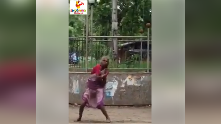 old woman dance on akshy kumar song viral
