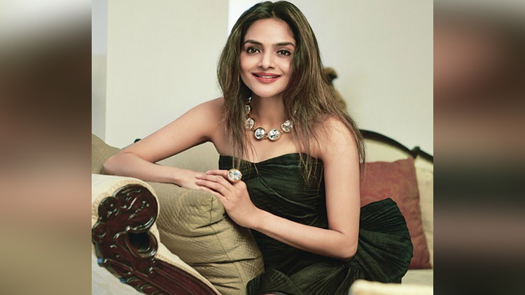 Madhoo viral pictures