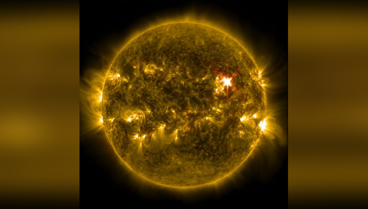 NASA Shared Powerful Images Of Sun & It Looks Incredible