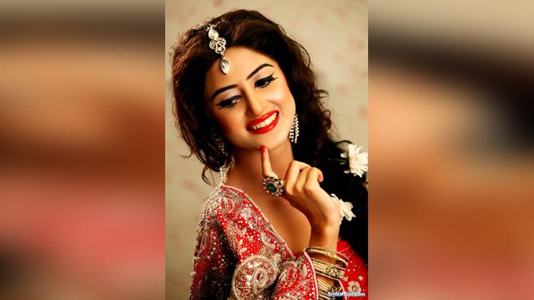 sajal ali to debut in bollywood film mom