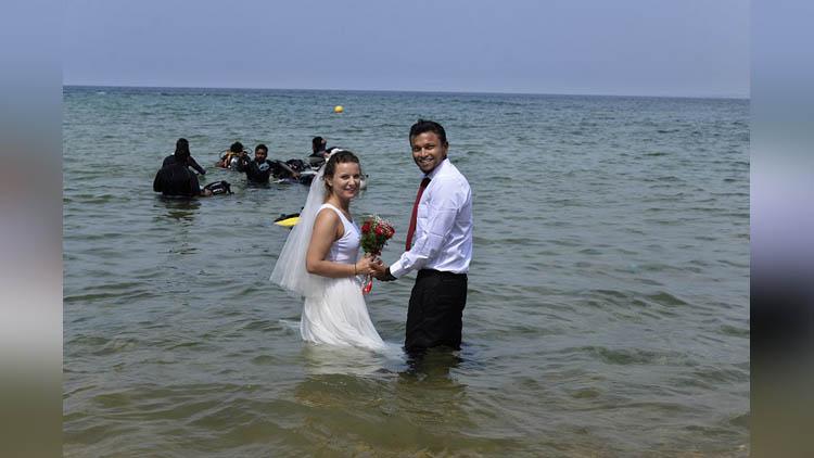 marriage inside sea in kerala