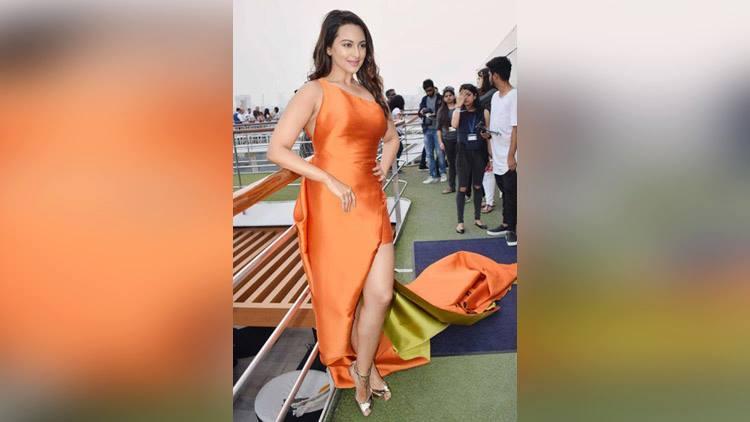 sonakshi sinha in lakme fashion week