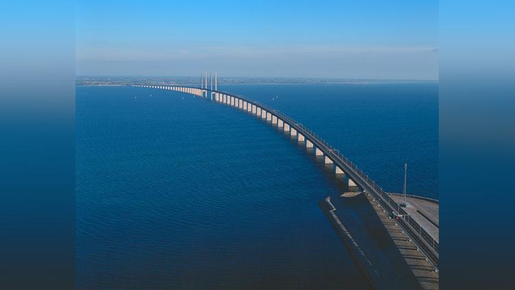 amazing bridge turns into an underwater tunnel
