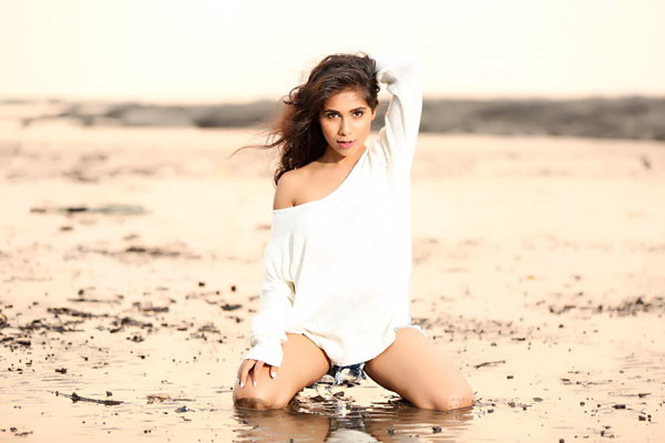 Vibha Anand hot and glamorous pictures