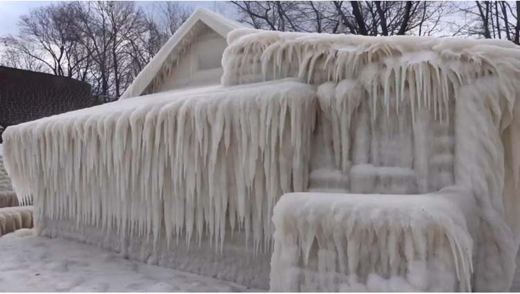 WOW! Have You Ever Seen A Simple Lake House Turning Into Beautiful Ice Palace
