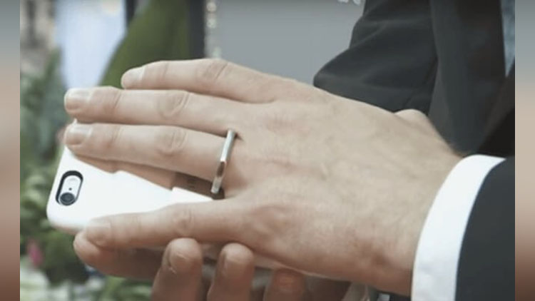 Man marries his smartphone in US