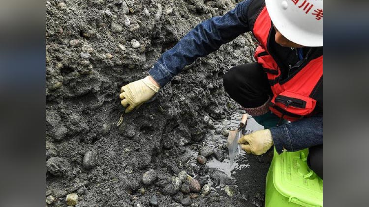 An Ample Of Treasure Found In China's Minjiang River Which Ambushed The Peasants Working There