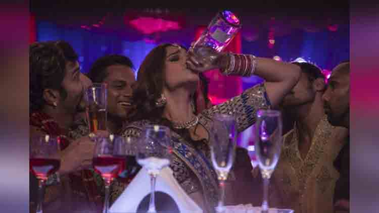 bollywood actress have habits of drink alcohol in real life