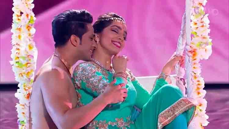 Russias Got Talent Bollywood KATHAK dance Svetlana Tulasi & Kumar Sharma Jag Ghoomeya Sultan