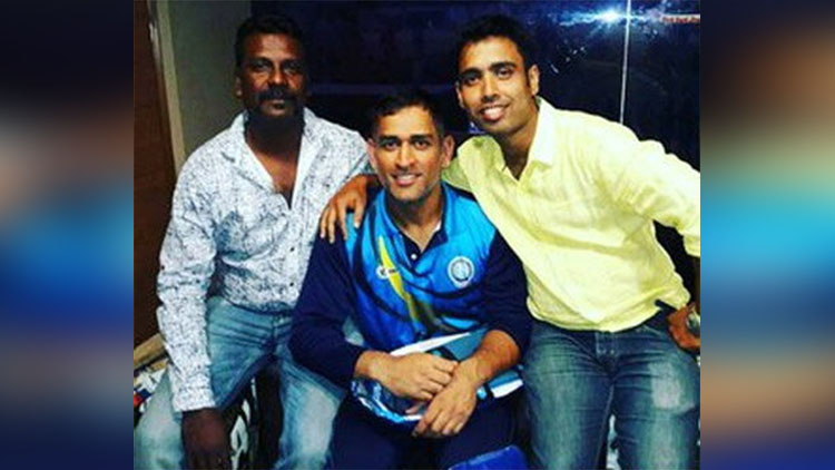 MS Dhoni Reliving All His Good Old Memories With His Friends.