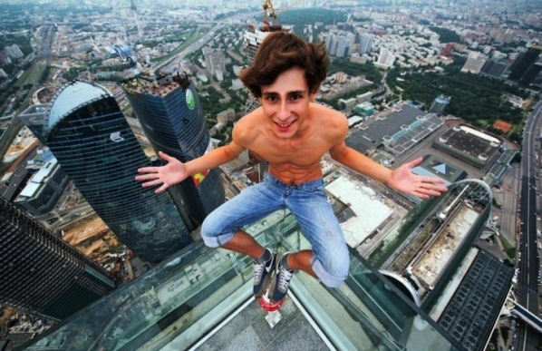 now a days youth taking selfies with many of risks