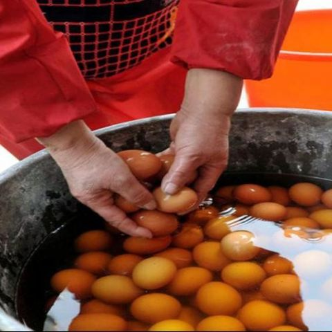 eggs boiled in the urine of boys in China