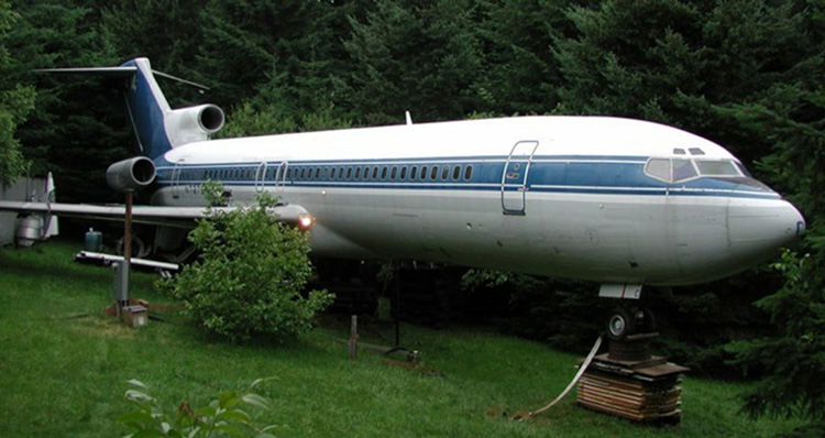 man living in boeing 727