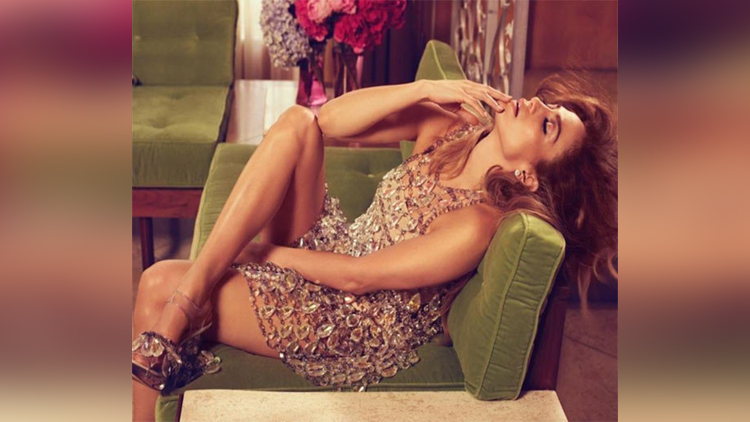 Jennifer Lopez Rare Photos trending on social sites