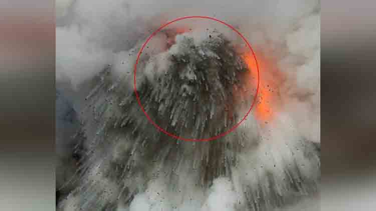 Goddess of fire seen in dramatic volcano eruption photographs