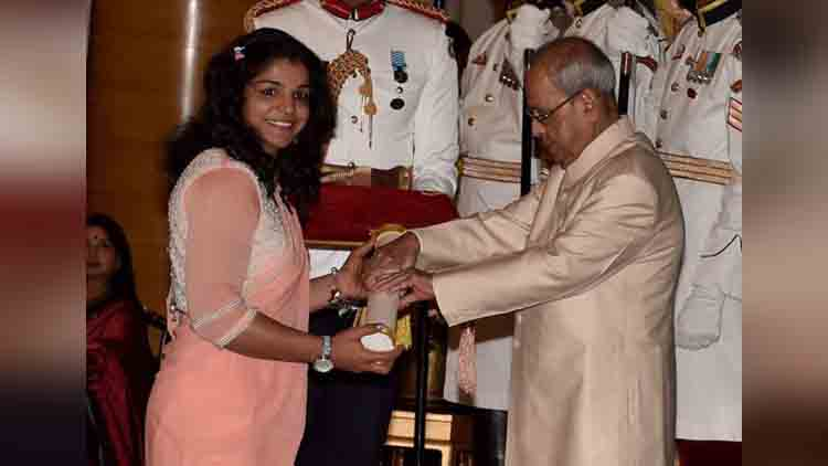 Padma awards 2017 Dipa Karmakar Sakshi Malik conferred with Padma Shri