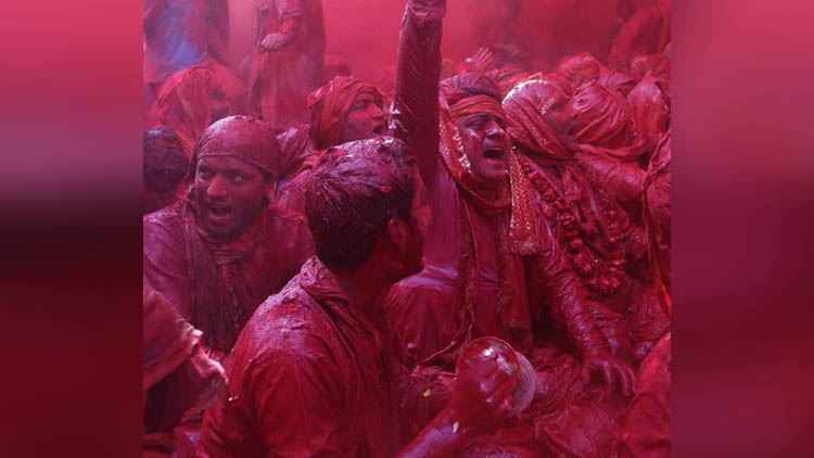 viral pictures of indian people on holi on social sites