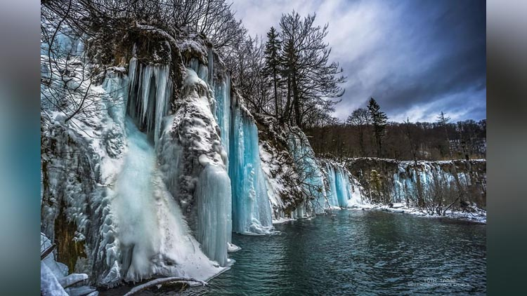 amazing pictures of frozen plitvice lakes