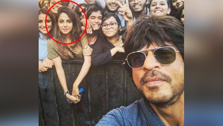 Kashmiri girl spotted in SRKs selfie