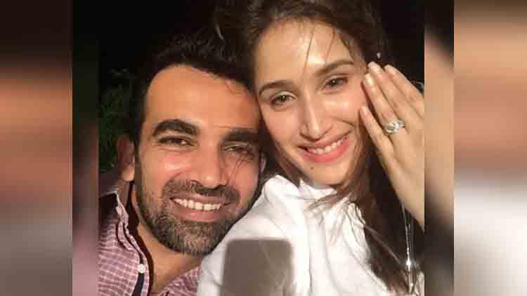 zaheer khan gets engaged with sagarika