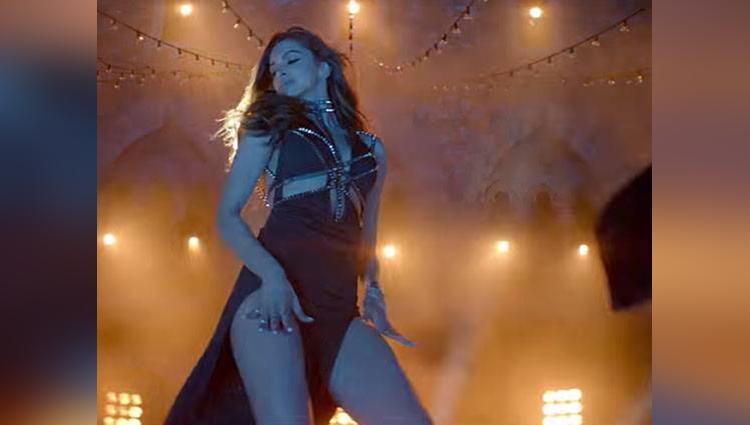 Deepika Padukone sizzles look in Raabta
