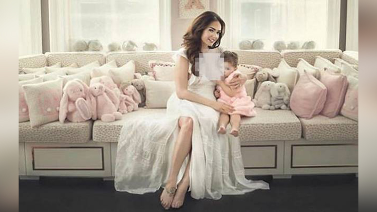 British Model Tamara Ecclestone Post Stunning Breastfeeding Pic On her instagram
