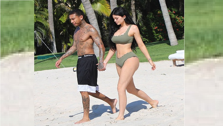 kylie jenner enjoying holiday with tyga