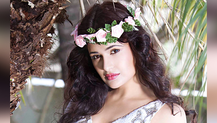 Yuvika Chaudhary viral hot and glamorous pictures