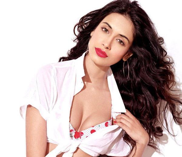 sarah jane dias hot pictures