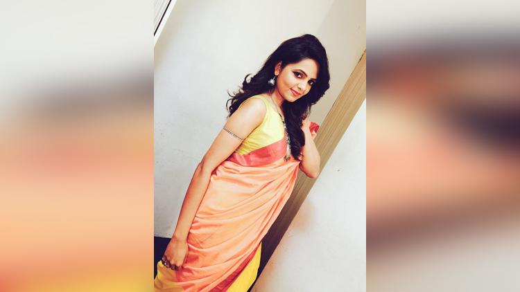 sugandha mishra beautiful pictures