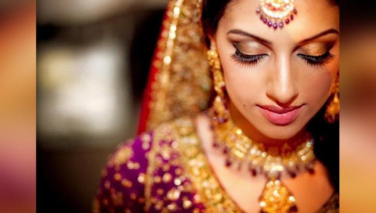 Bulgarian bridal market: Where teen girls meet husbands