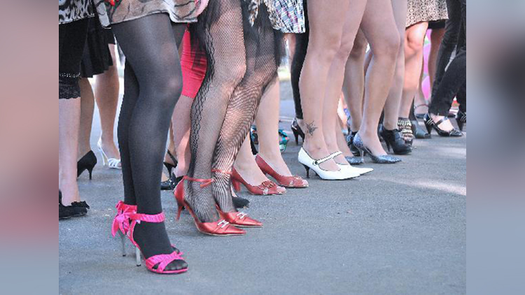 men are also participate in High Heel Race