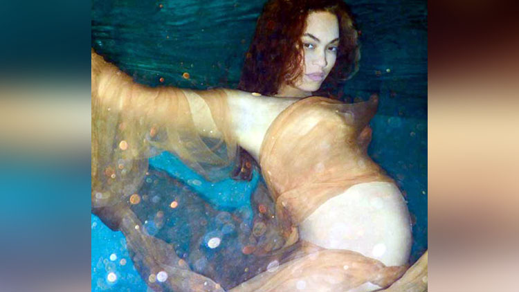 Pop Star Beyonce Knowles with Baby Bump Underwater Photoshoot