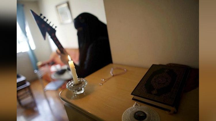 Meet the Muslim heavy metal artist who rocks out in a niqab