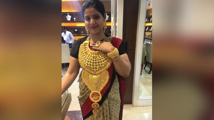 bride look so beautiful in one piece Jewellery