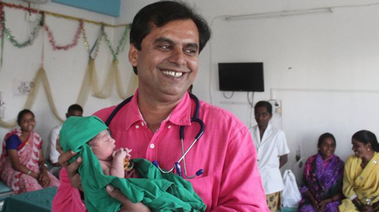 Meet Dr. Ganesh Rakh Who Runs A Hospital, For Knowing More About Him, Watch This Video!