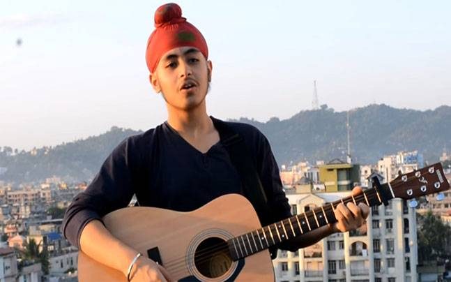 Acoustic Singh singing a song of Arijit Singh