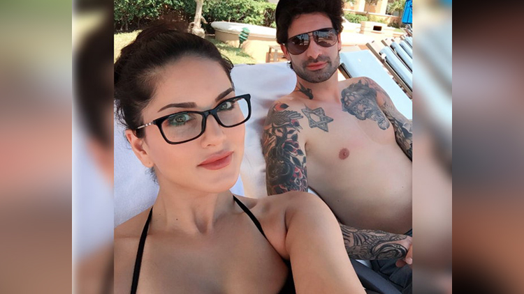 Sunny Leone Having Fun With Husband On Beach