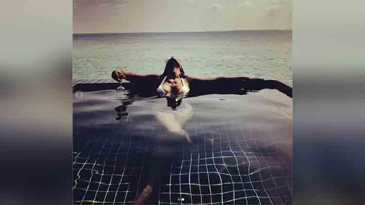 Nia Sharma hot on pool