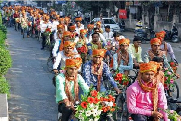 251 grooms on cycles create awareness on traffic and pollution