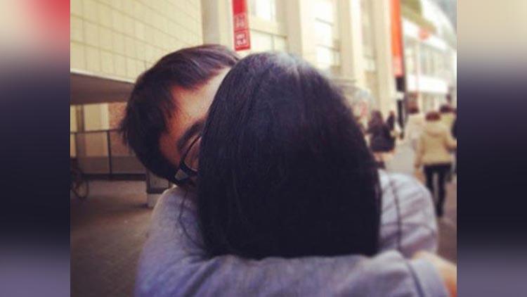 Jinushi Keisuke Taking travel photos with imaginary girlfriend