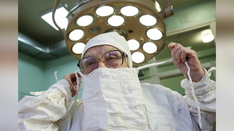 89 year old surgeon alla ilyinichna levushkina