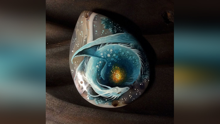 Artist Paints Fantastic Dragons On to Stones