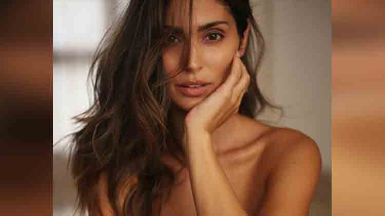 bruna abdullah topless photoshoot