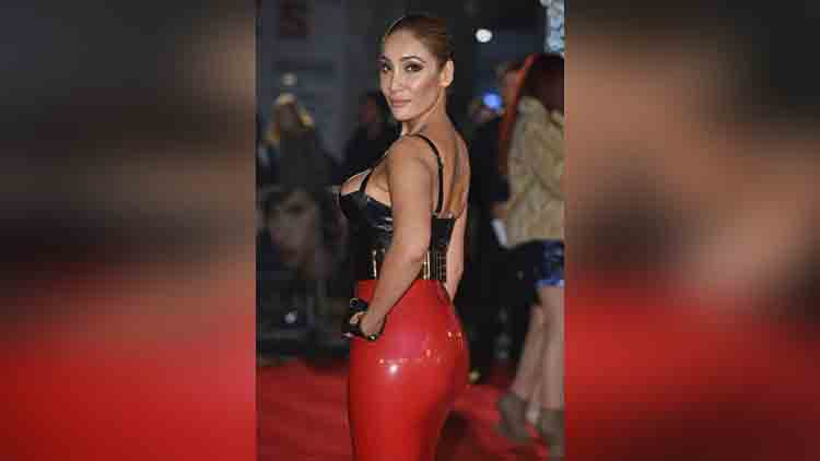 sexual harassment in makka with sofia hayat