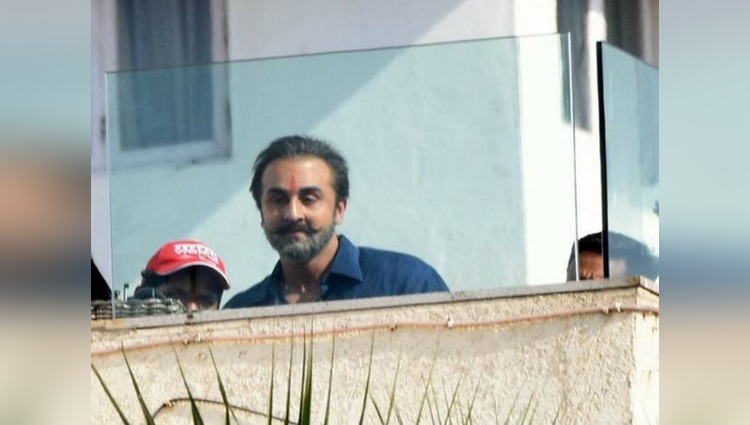 Ranbir Kapoor's Look From Sanjay Dutt's Biopic Is Out & For Sure No One Can Look So Similar Than Him..!!