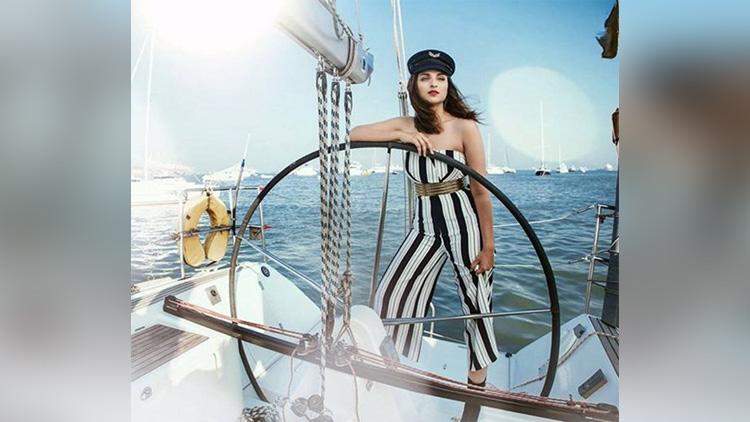 bollywood actress parineeti chopra photoshoot for Cosmopolitan magazine